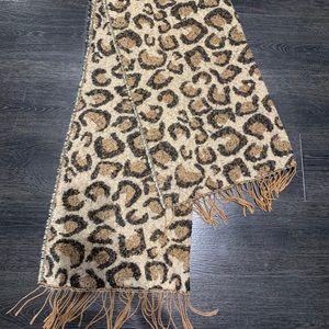 Large leopard scarf